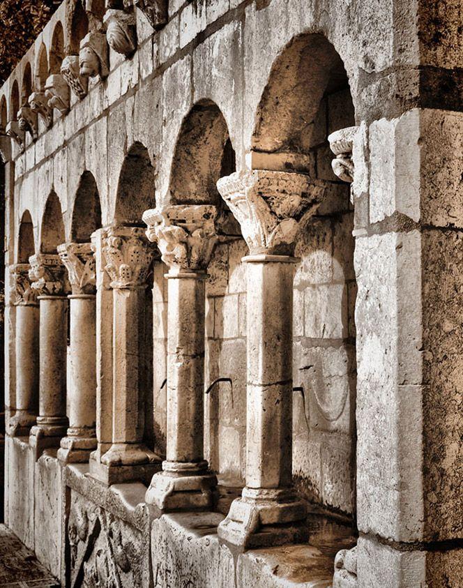 Fontana Fraterna, Isernia, Molise (Italy). www.italianways.com/fontana-fraterna-in-isernia-and-the-great-refusal/
