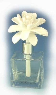 Narcissus jardin de rochelle aroma porcelain diffuser by for Jardin glass jars
