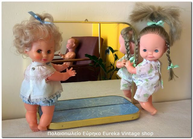 2 κουκλάκια μωρά και καθρέπτης 1950's. Όλα είναι σε πολύ καλή κατάσταση.
