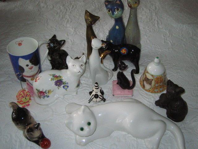 - сиамск. с красным мячом  - мешок кис фото клип   - белые цветочные Эшли Китай кошка с позолотой  - Уиттард кружка  - черный кот с голубыми глазами    - 2 латунный кошки мать и котенок  - 2 тонкой гончарные высокие кошки ручной росписью  - Остров Мэн черный MANX кошка  -  белый кот с золотыми акцентами JR   - черная кошка на розовой подушке с драгоценными камнями  - маленький черно-белый кот с усами  - Черный сланец кот   - фарф. колокол с кошками  -  белая кошка с зелеными стеклянными…