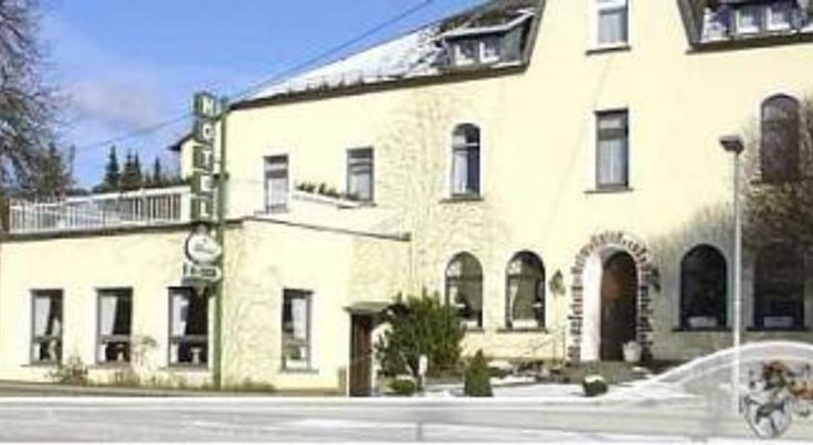 Tannenheim Boppard Offering free Wi-Fi and free private parking, traditional hotel is located next to Boppard-Buchholz Train Station. It features a country-style restaurant, and rooms with flat-screen TVs.