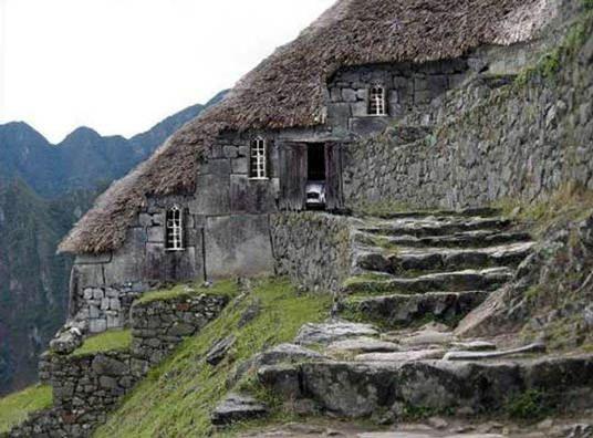 Casa en la ladera #casas #houses  casas_raras  original_houses