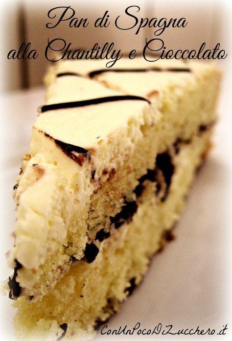 Una delizia, una vera delizia: un pan di spagna… al bacio! :D La ricetta è composta da 3 basi classiche di pasticceria, tra loro assemblate per regalare questa torta soffice e squisita: pan d…