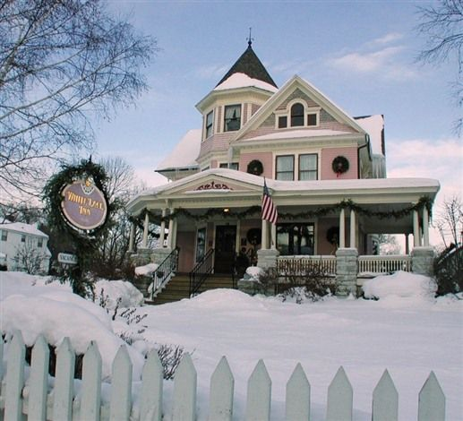 White Lace Inn - Sturgeon Bay, Wisconsin. Sturgeon Bay Bed and Breakfast Inns