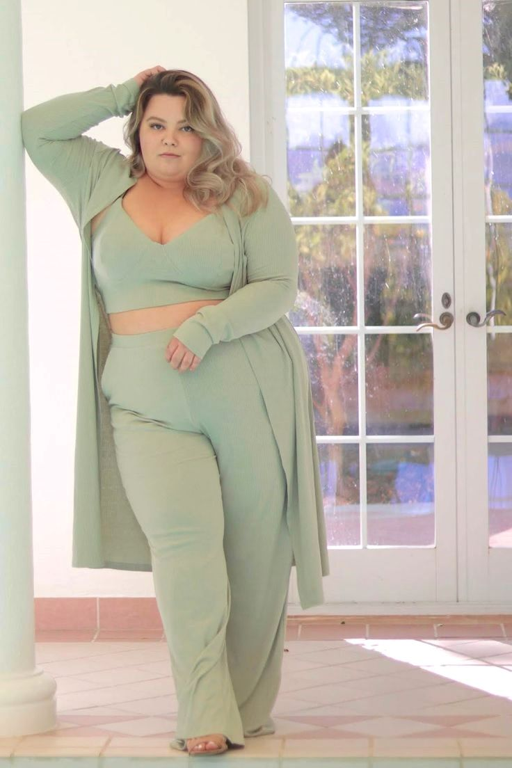 Teens Plus Size Petite Style Blogger Influencer Youtuber And Model Natalie Craig Of Natalie In The In 2020 Fashion Nova Plus Size Fashion Nova Plus Petite Fashion