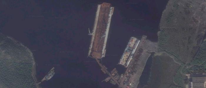 Le chantier naval 35 SRZ « Sevmorput » de Murmansk Le chantier naval n°82 de Roslyakovo près de Severomorsk.Ces deux chantiers disposent des installations (cale sèche notamment) pour accueillir le Kuznetsov bien que les installations du chantier n°82 soient plus grandes. En effet, ce chantier naval dispose d'une cale sèche du type PD-50 qui est actuellement le plus grand modèle dont dispose la Russie.