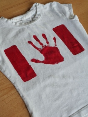 Canada T-shirt..might have to do this one as we'll be home for Canada Day this year.. yahoo!