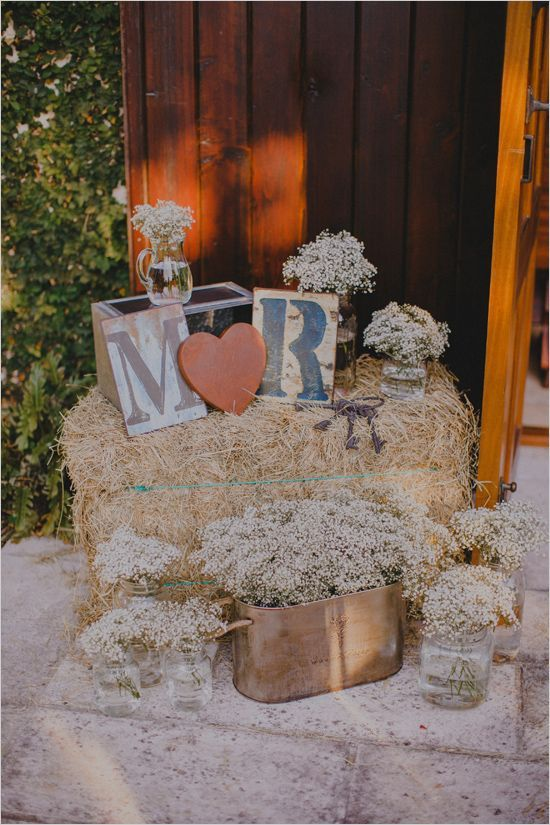 rustic hay bail and babys breath decor - Deer Pearl Flowers