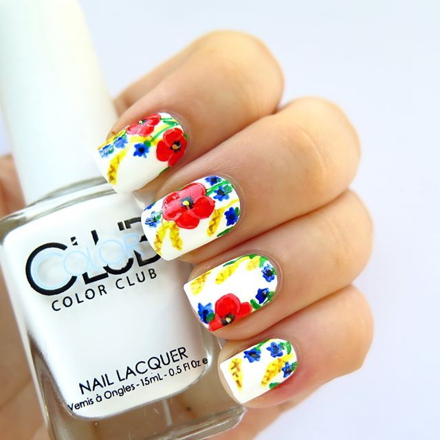 I'm so proud of myself with this freehand floral nail art design! It is worth the effort to practise and practise painting  #31dc2016 challenge day 14 #floralnails Videotutorial on YT➡️link in bio⬅️ Follow #31dc2016theCieniu for more