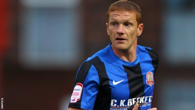 24 June 2013 - Bobby Hassell signs a new one year contract to extend his stay at Barnsley FC for a 10th season.