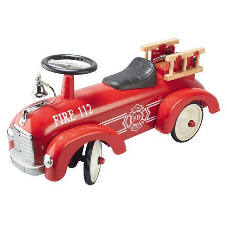 Een mooie, klassieke brandweer loopwagen voor kindjes die helemaal wild zijn van brandweerauto's. Loopauto's zijn leuk om mee te spelen, maar zijn ook heel leuk om als accessoire te gebruiken in de kinderkamer of woonkamer. Geschikt voor kindjes vanaf 12 maanden. Te vinden bij Sassefras Meisjes Speelgoed voor écht peuter en kleuter speelgoed.