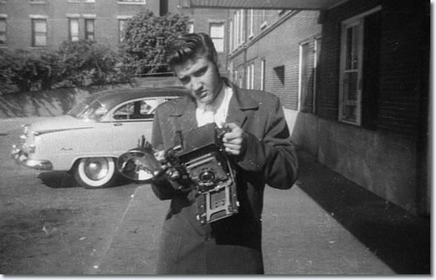 Today's über-cool celebrity with an über-cool Speed Graphic camera: it's The King, ELVIS PRESLEY