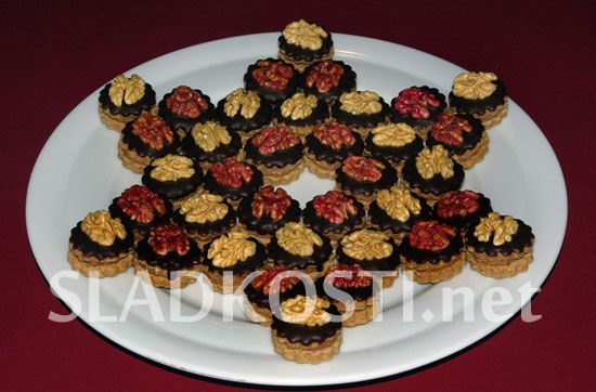 Ořechové dortíčky s čokoládovým krémem