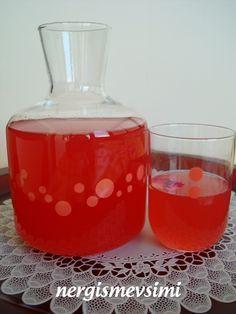 Gül şerbeti tarifi   Gül şerbeti nasıl yapılır   Konsantre gül şerbeti tarifi       Milli içeceğimizin ne olduğu konusunda değişik fikir...