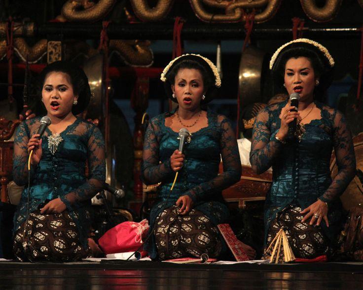 Javanese traditional singers performance