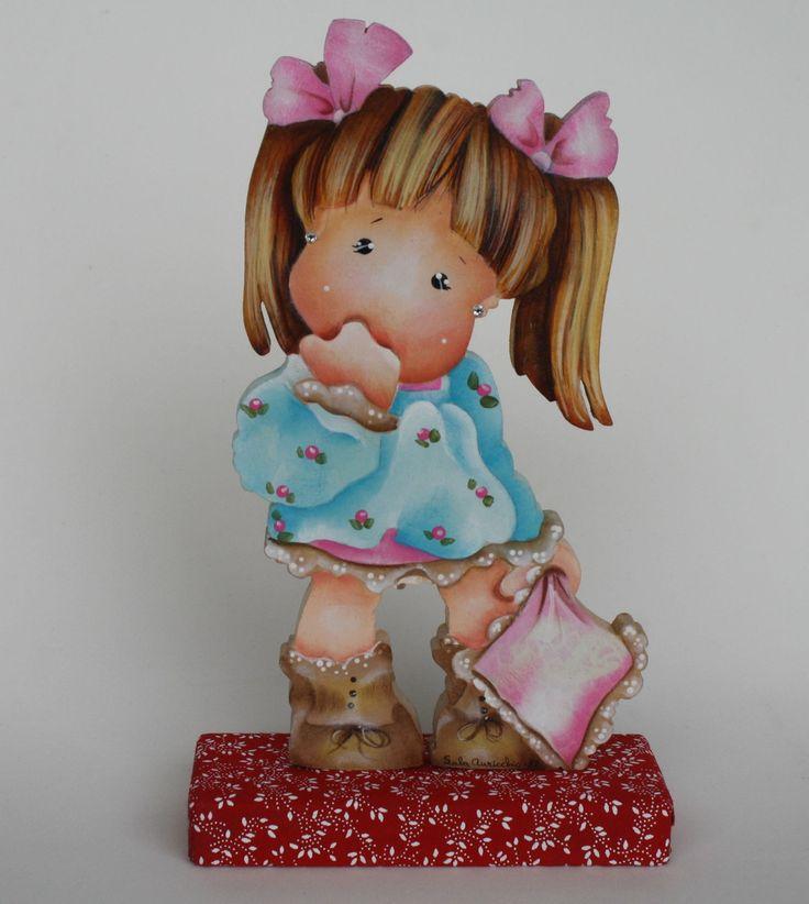 Leve ternura para o quarto de sua bebê com essa peça em mdf, pintada à mão, motivo menina com travesseiro, base revestida em tecido. <br>Também é um presente original. <br>Faço na cor de sua preferência.
