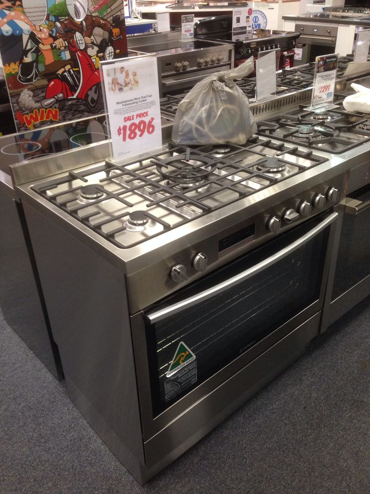 Westinghouse 125l capacity, 900mm dual fuel. More edge-to-edge than ariston; no walls in oven.