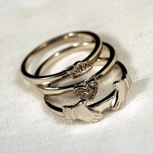 Stacking claddagh...I always loved the claddagh ring...bought one when I was in Ireland...cute idea!