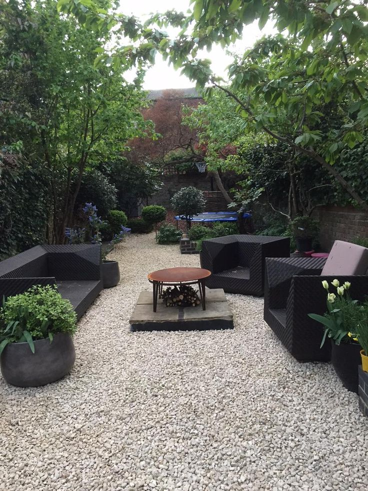 Modern Family Garden In Highbury London With Cotswolds Gravel Surface Firepit Planters Kids Play Area At The Garden Design Rock Garden Design Pebble Garden