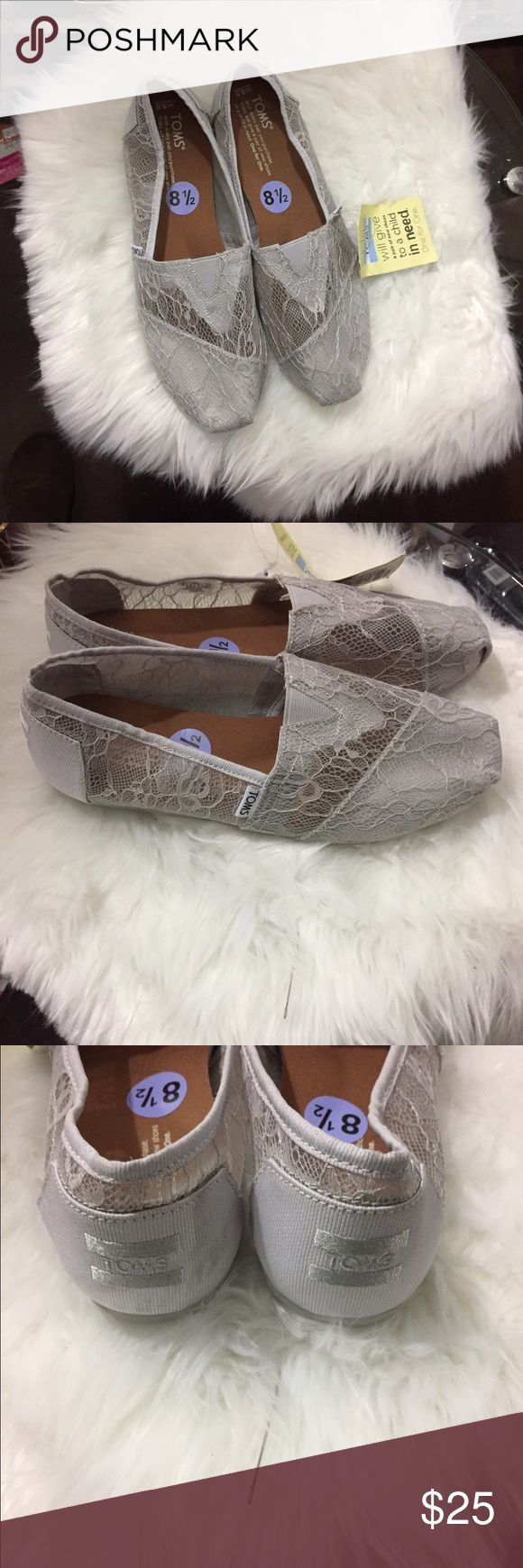NWT lace TOMS Brand new, excellent condition TOMS Shoes