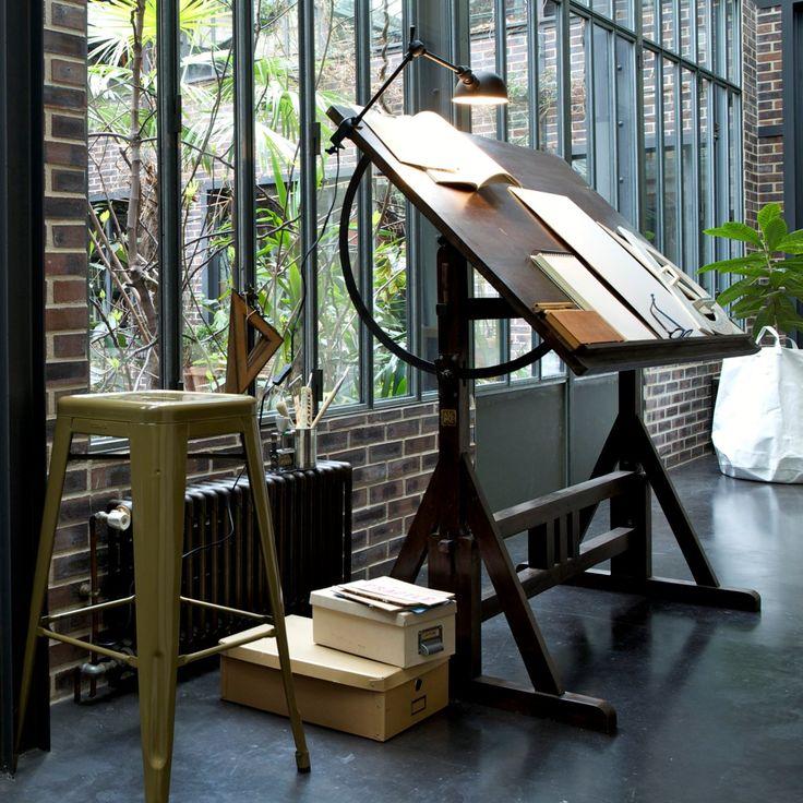 Tegnebord, indretning af arbejdsplads, hjemmekontor, inspiration, feng shui http://mindfulstyling.dk/indretning-der-oger-effektiviteten-pa-arbejdspladsen/