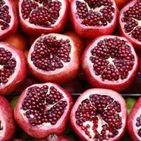 """EATAMO -  Un Melograno al Giorno... I nostri antenati lo consideravano la """"cura di tutti i mali"""", quel frutto che viene raccolto in autunno da grossi arbusti coltivati in tutta l'area mediterranea. Continua a leggere su www.eatamo.com"""