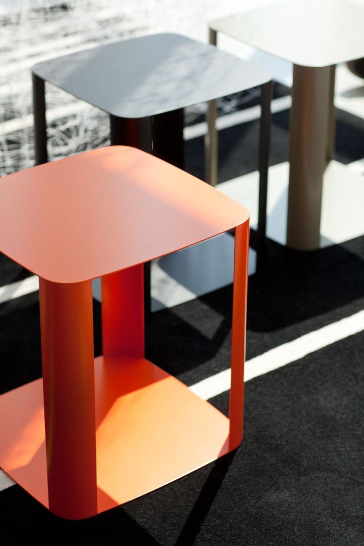 Tavolino #design quadrato in metallo laccato, #personalizzabile in vari #colori. #interiordesign