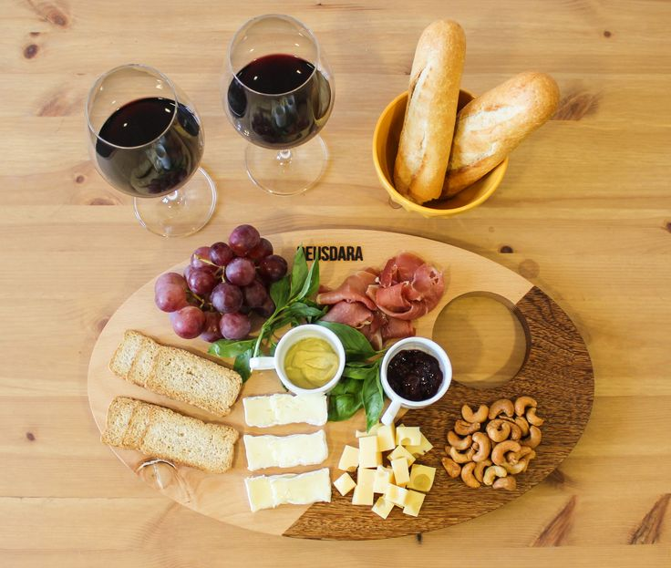 Made from two types of wood by a finger joint and based on gold number, God's serving table is perfect for a night of cheese and wine, serving a few tapas before lunch or even crepes and pancakes for coffee in the morning. #servingtable #cheeseandwine #charcuterieboard