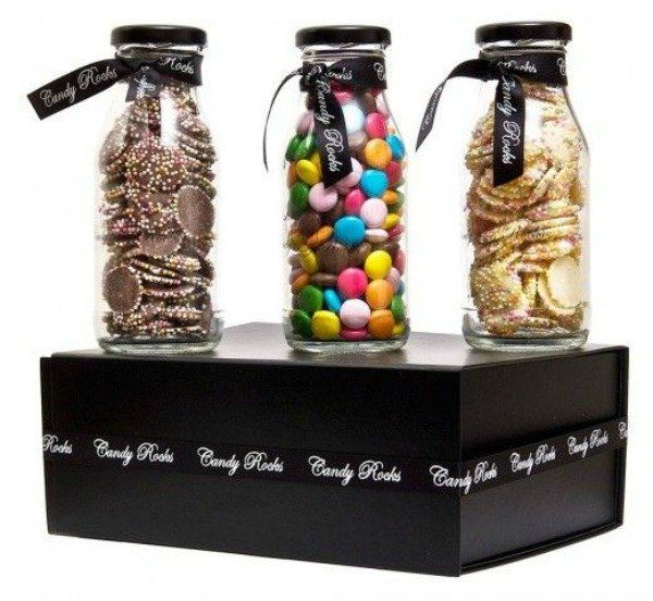 caixa com chocolate colorido
