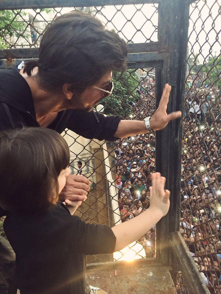 SRK and lil son AbRam in SRK 51th birthday in Mannat