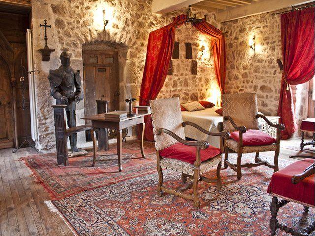 Un séjour médiéval, j'offre : http://www.web-commercant.fr/cheques/hebergement/olliergues-63880/chateau-de-chantelauze/1262-un-sejour-medieval