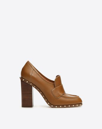 Are you looking for Soul Rockstud Loafer? Find out all the details at Valentino Online Boutique and shop designer icons to wear.