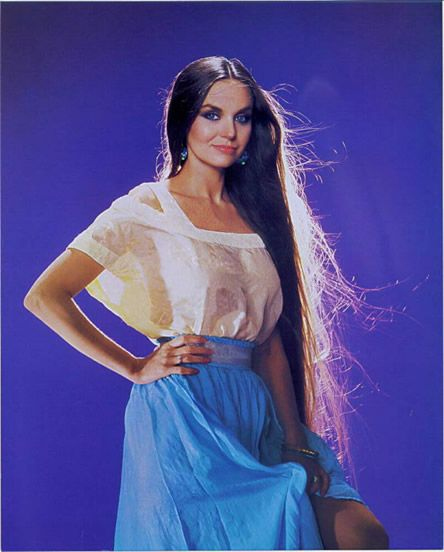 Crystal Gayle | Country Music Highway
