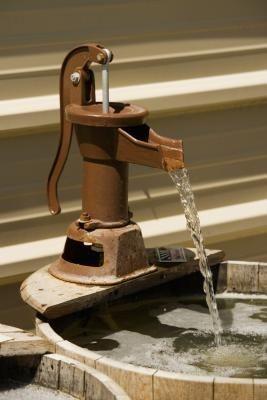 DIY Bucket and Faucet Fountain #diy #dogs #metal bucket #whiskey barrel