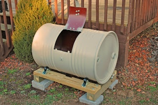 That Short Girl's Blog compost barrel on casters for easy tumbling Great idea