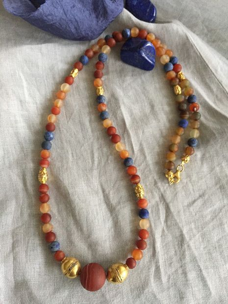 Long Necklace with agathe and lapis lazuli stones