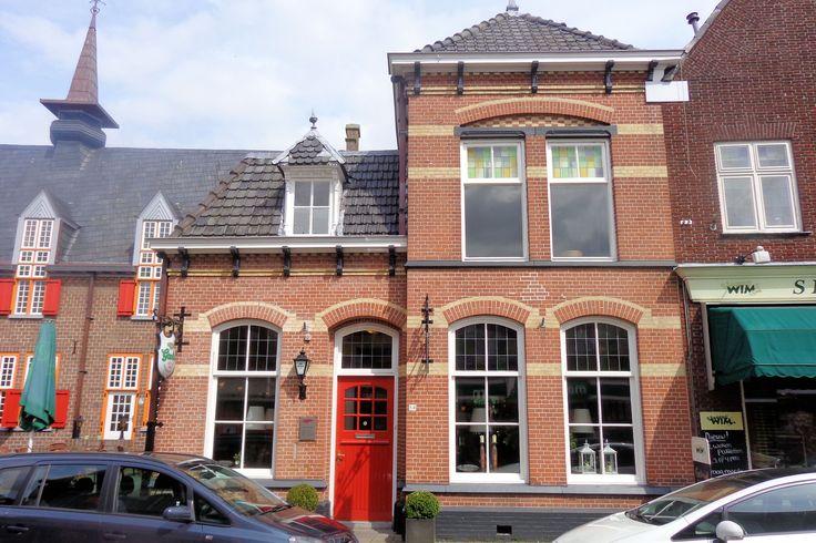 Het pand biedt sinds 1984 onderdak aan een restaurant met de toepasselijke naam 't Oale Roadhues.