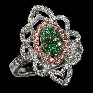 Anillo de esmeralda y diamantes.