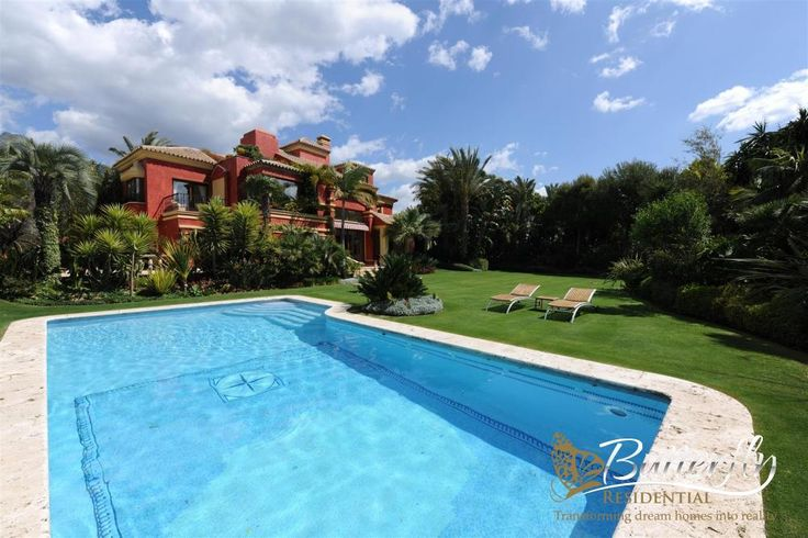 Elegant villa in Altos de Puente Romano for €4.2M / More Here: https://butterflyresidential.com/en/show/sale/25494/ 5 Beds / 5 Baths / Built: 1.229m2 / Plot: 2.500m2  #luxuryhomesmarbella #marbella #goldenmile #altosdepuenteromano
