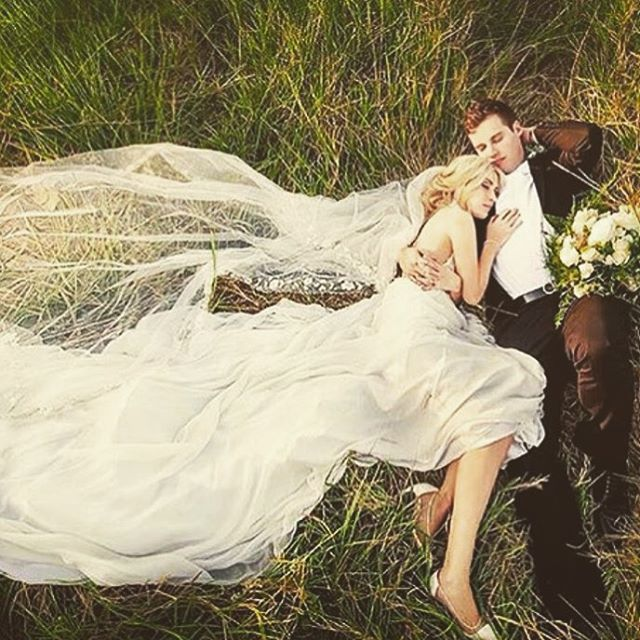 Beautiful bride and groom photo! Inspiration