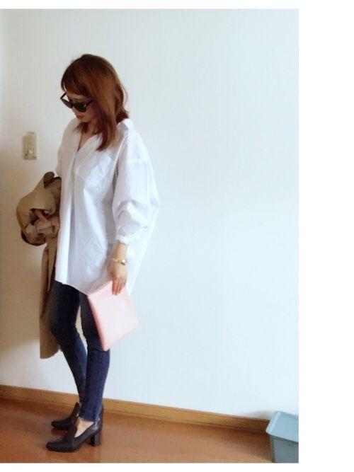UNIQLOのオーバーサイズの白シャツ。 久々にしっくり。 3月なので春らしく。。笑
