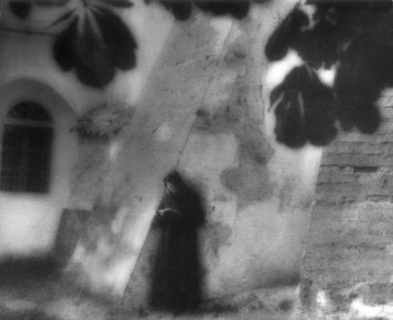 """Edward Hartwig """"Modlitwa"""", Kazimierz nad Wisla, zdjęcie z zainscenizowanym sztafarzem, 1929 r."""