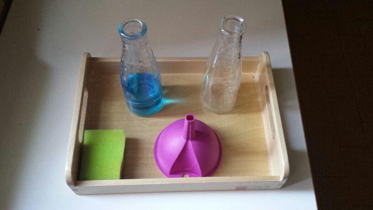 I miei vassoi ♡: travasare liquidi con imbuto #montessori