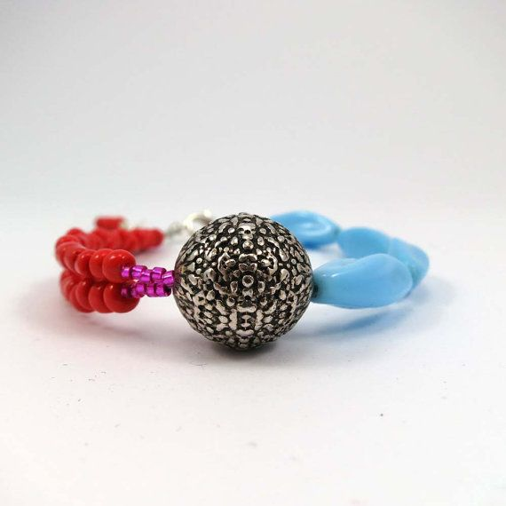 Bracelet blue and coral color combination by PalePinksJewelryBox, kr190.00