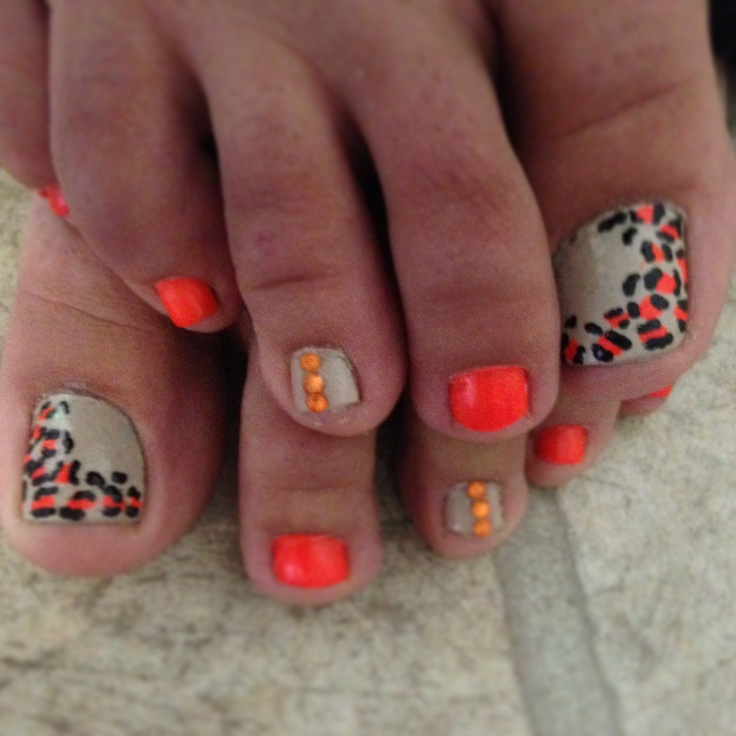 Leopard toe nails again  Not those colors... but still cute