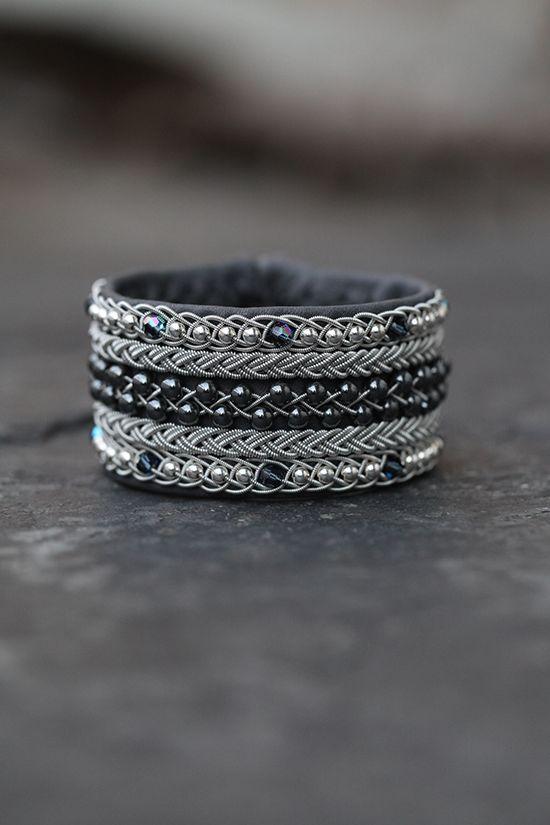 Lindas armband: Extra brett grått tennarmband med silver-, swarovs...