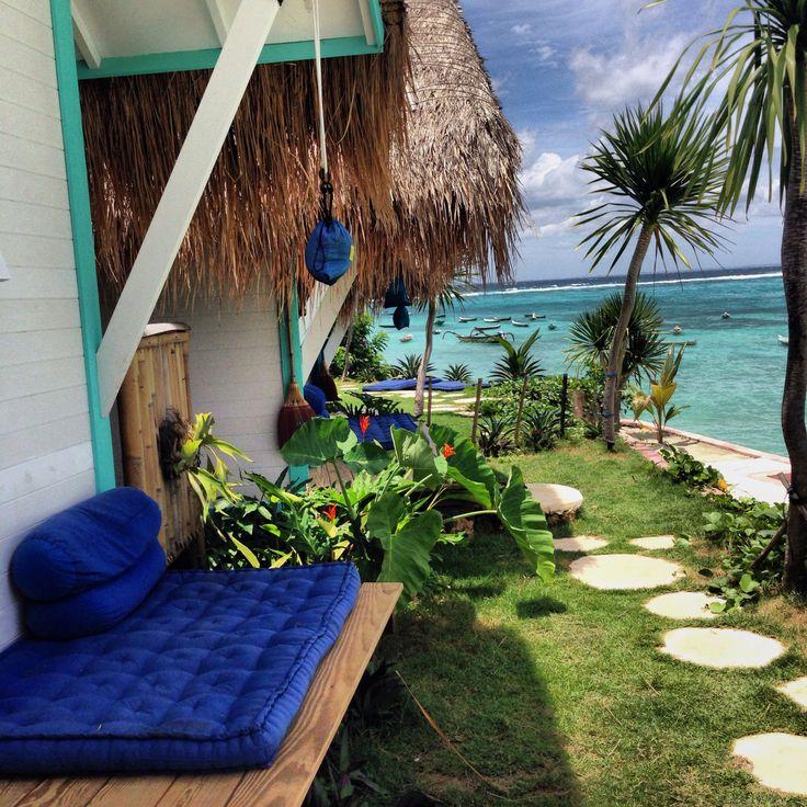 Beach house inspiration bycocoon.com | villa design | wellness design | bathroom design | design products for easy living | Dutch Designer Brand COCOON || La Pirates Beach Club, Nusa Lembongan, Bali