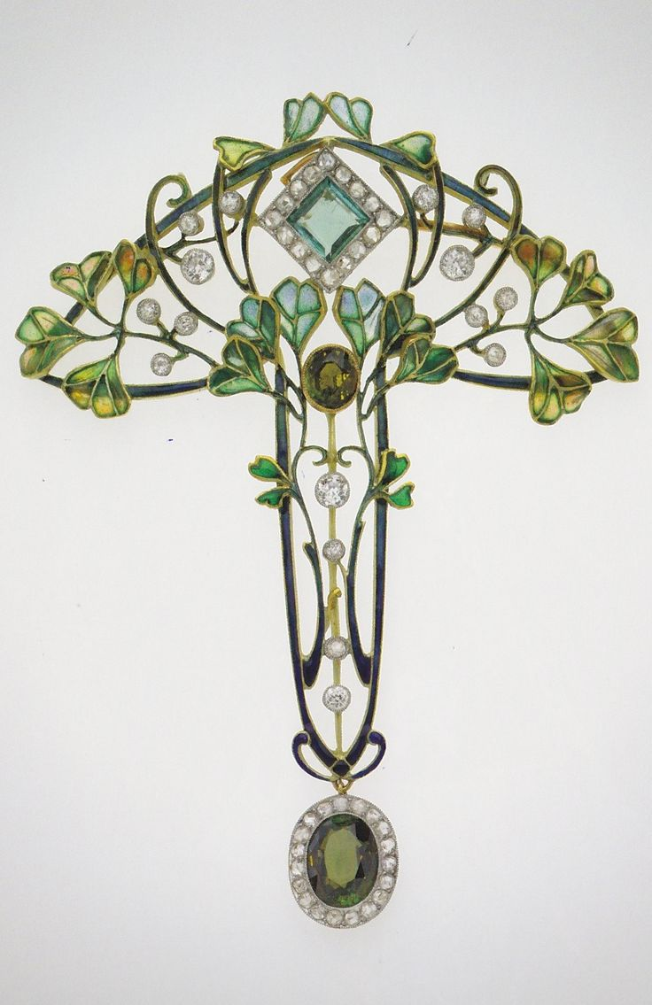 An Art Nouveau pendant-brooch with leaves and berries, unknown maker, circa 1900. Gold, enamel, diamond and tourmaline. #ArtNouveau