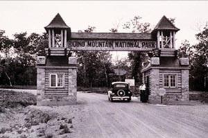 MANITOBA | East Gate Registration Complex, Riding Mountain National Park, 1934, Parks Canada / Centre-d'Inscription-de-l'Entrée-Est-du-Parc-du-Mont-Riding, 1934, Parcs Canada