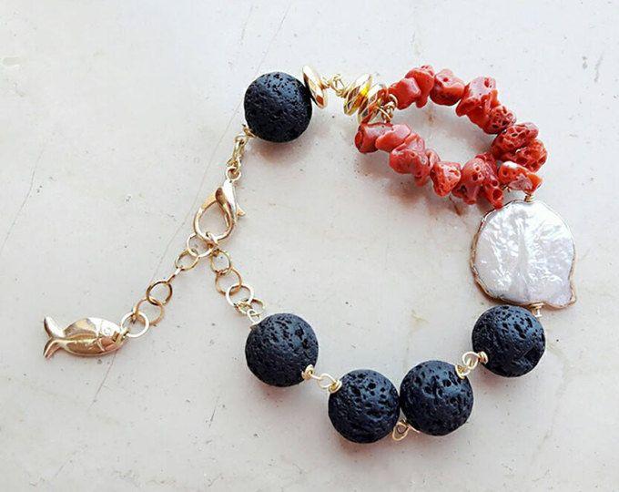 Boho bracciale, braccialetto di perline, Bracciale in pietra lavica, regalo per lei, istruzione gioielli, perle, braccialetto nero, gioielli spiaggia, braccialetto di corallo